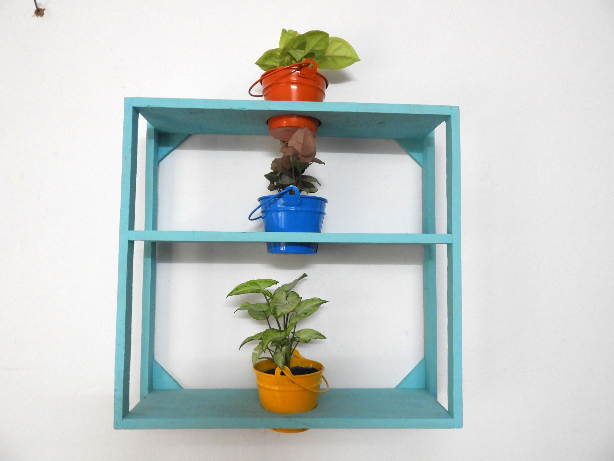 WallFrameWithContainers