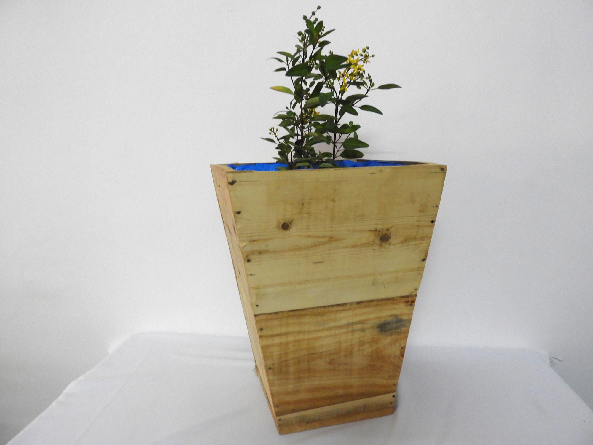 WoodSlabPlanterM